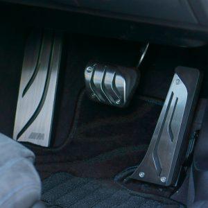 BMW 3シリーズ(F30)にMパフォーマンス風ペダルカバーを装着